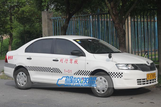 刘行驾校教练车