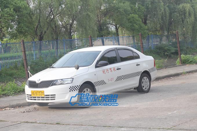 刘行驾校自动挡教练车